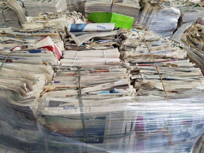 Aparas de papel jornal